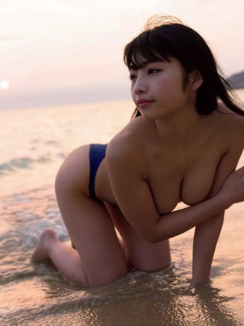 永井里菜 手ブラ&Tバック