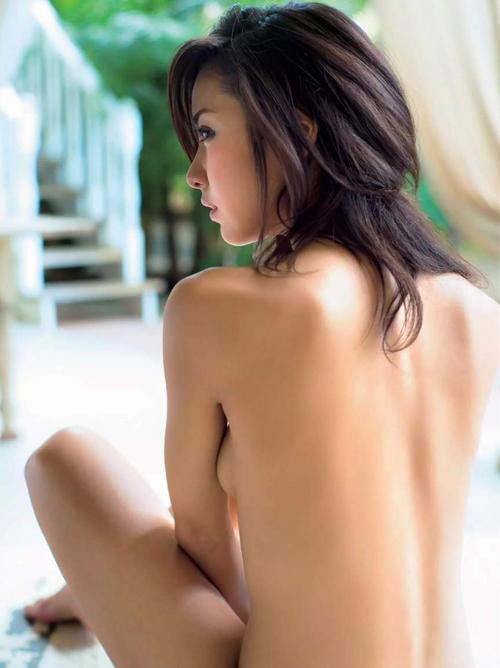 美乳で評判の石川恋(22) お尻もぷりっぷり。