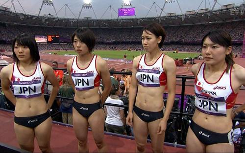 女子陸上選手の引き締まった美しい腹筋がエロい