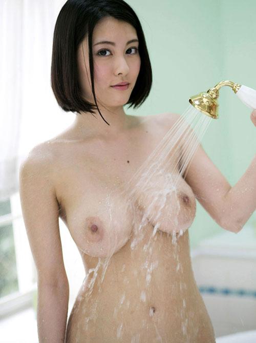シャワー浴びて濡れてるおっぱい17