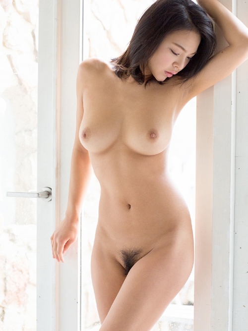 南真菜果 8頭身グラマラスな美しいヌード画像