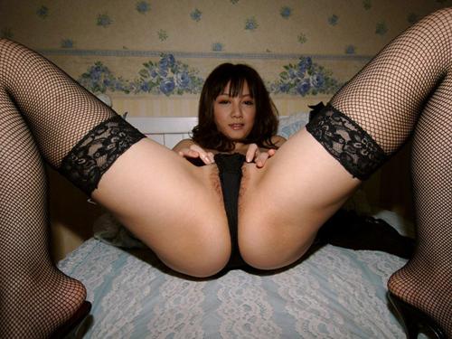 【M字開脚エロ画像】M字に開かれた股間に視線は集中!めっちゃシコッ!