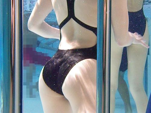 水中&プールで戯れる水着たち♪★エロ画像49枚