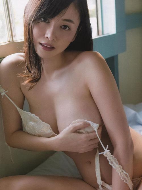 杉原杏璃 「ANRI」最新写真集でプリ尻を見せるセミヌード公開!