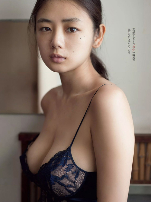 片山萌美 「覚醒」週プレ表紙を飾る、色っぽいバックショット