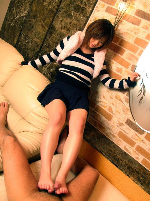 【足コキ エロ画像】足でシコられるってフェチ度高いよなwww