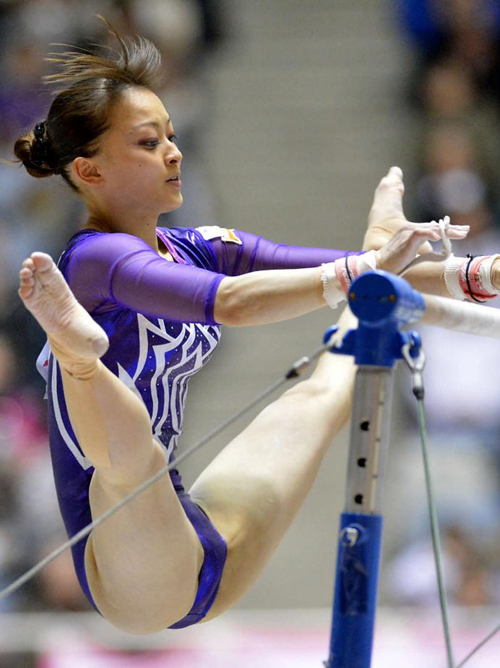 【アスリートエロ画像】土手の存在感が…括目必須な体操女子の開脚と股間www
