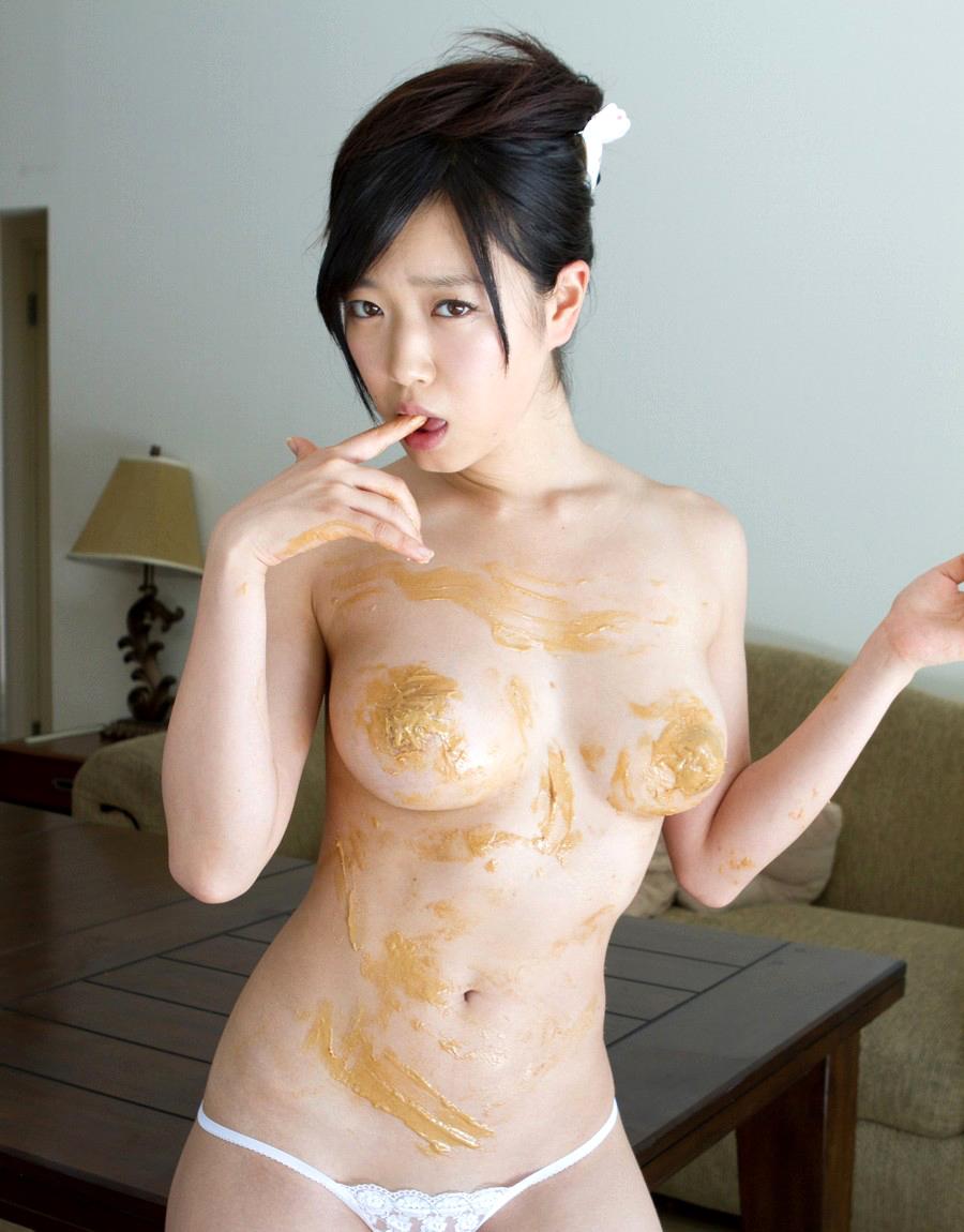 佐々木心音 チクビを隠したピーナッツバターをペロペロナメたいお乳☆