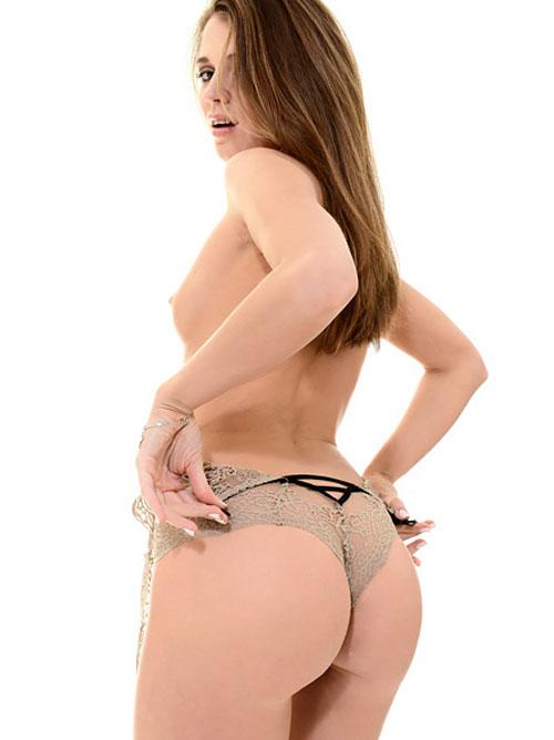 【海外美女のストリップ】この美尻は天下一品!透け透け下着も色っぽい、ロシアの美人モデルのセクシーヌードw