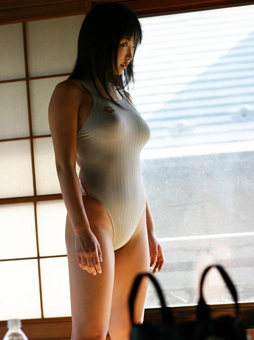 白の競泳水着の透け具合がエロやべぇwwww