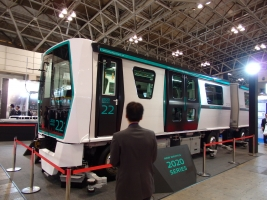 三菱重工ではさいたま新都心ニューシャトルの新車を展示していました。
