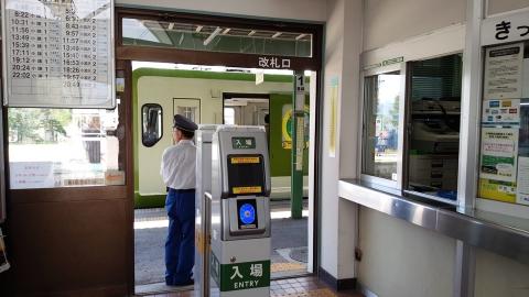 輪行で来るプロを出待ち。野辺山駅の改札です。