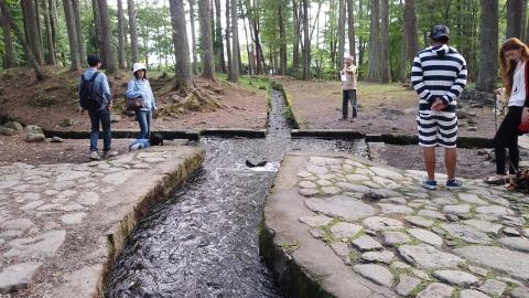 真ん中の△の石で三つの村へ均等に水を流し込んでいる。