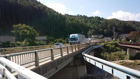 野辺山から川上村へ向かいます。トラックが多い・・・。