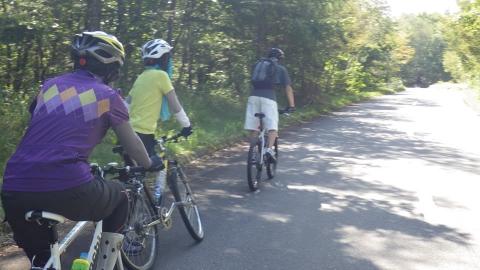 八ヶ岳犬の牧場まで何とか登ります。お嬢様は疲れて自転車を押して歩いてました。^^;