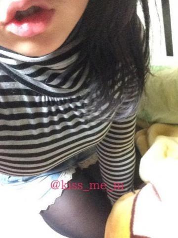 【エロ画像】【裏垢】唇とお●ぱいがエ□い!学生の女の子が→大胆な「自撮り」を公開してるツイアカwww