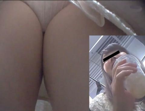 【エロ画像】列車で立ってる女のコを撮りまくった結果wwwwwwwwwwwwwwwwwwwwwwww