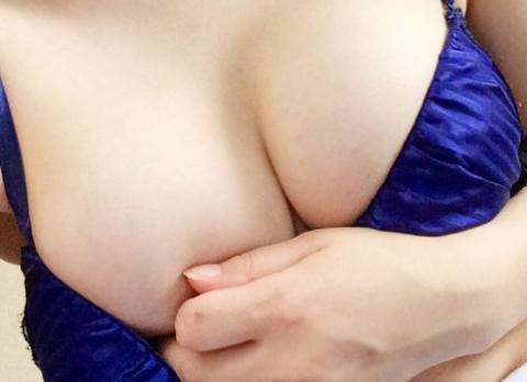 【エロ画像】すけべシロウト小娘がくれた自撮りお乳画像がたまらん件