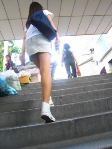 アダルト画像3次元 - 階段下から見上げたパ○チラ風景の崇高な感じヤバイ!!!!!!!!!!!!!!