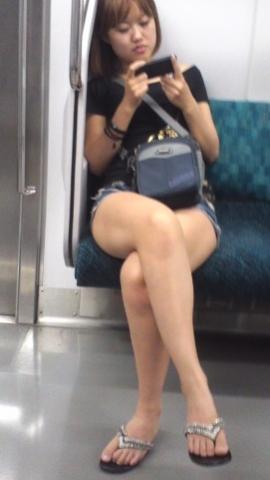アダルト画像3次元 - 列車でスマートフォンに夢中なおなごのふともも見るの楽しすぎ!!!!!!!!!!!!!!!!!!!!!!!!