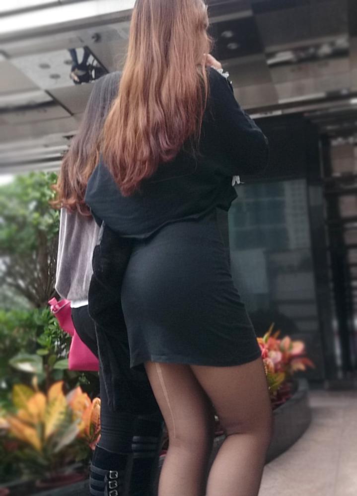 ピタピタのタイトミニがえろい街撮り写真