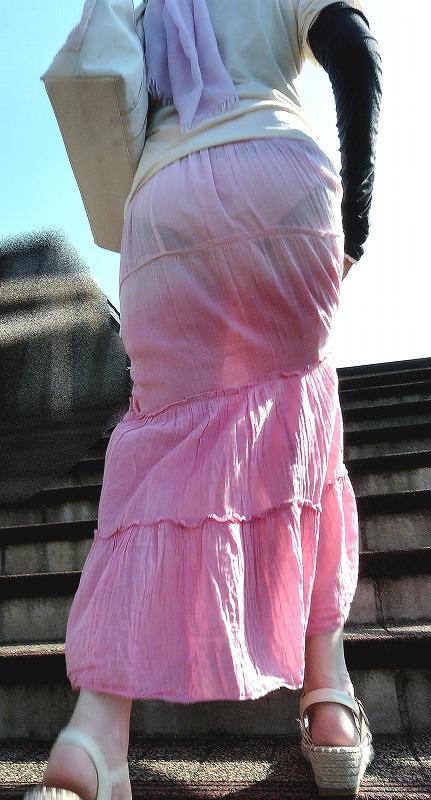 パンツが透け透けでも気にしてない街撮りシロウトの透けパンツ丸見え写真(20枚)