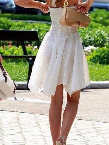 履いてないも同然な街撮りシロウトの透け透けパンツ丸見え写真(15枚)
