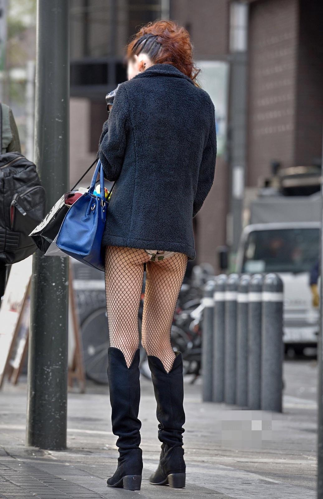 こんなに尻肉はみ出して恥ずかしくないのかって感じのシロウト街撮りえろ写真