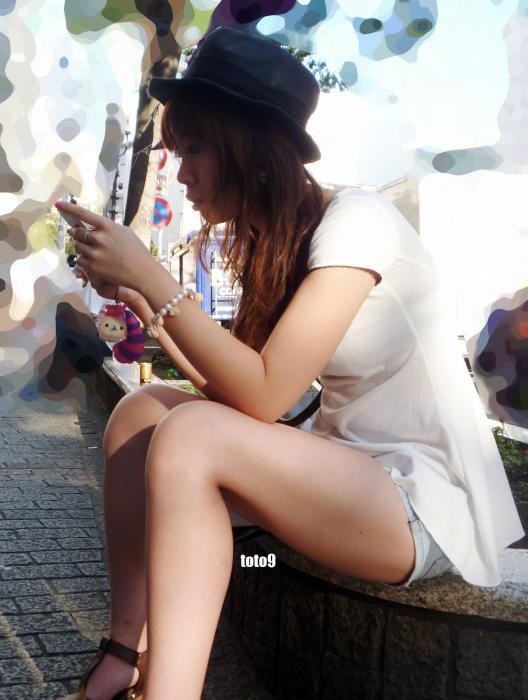 若い女性のぽちゃの太ももがえろい写真