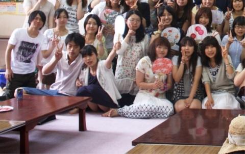 (*爽快パ●チラ*)前列にスカートの女子を座らせる理由がコチラwwwwwwww