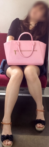 【エロ画像】最近の通勤の楽しみはこれだけ★対面パンチラ画像