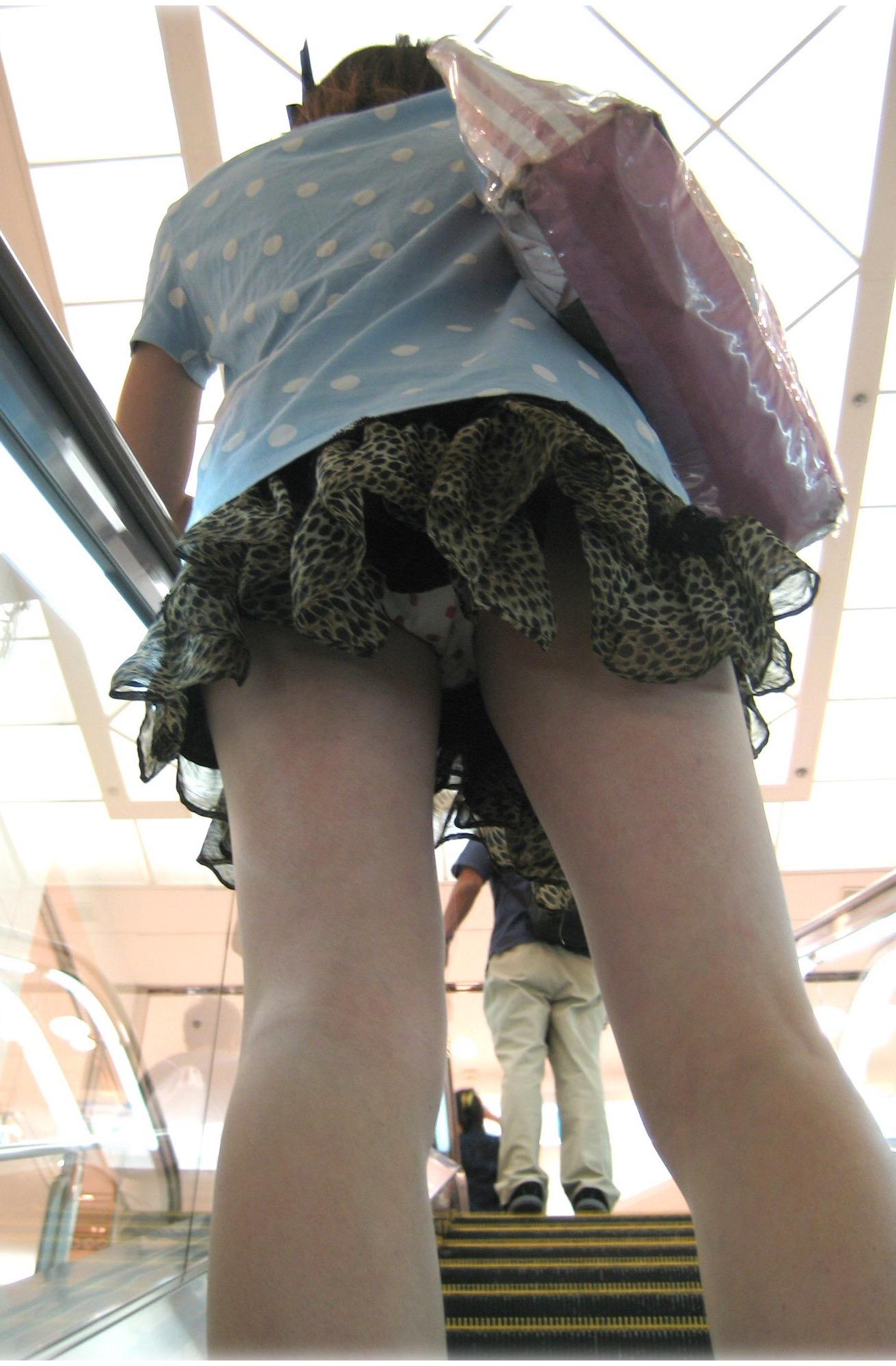 アダルト画像3次元 - ミニスカS級素人を追跡して行ったらやっぱり階段でモロパン見れた