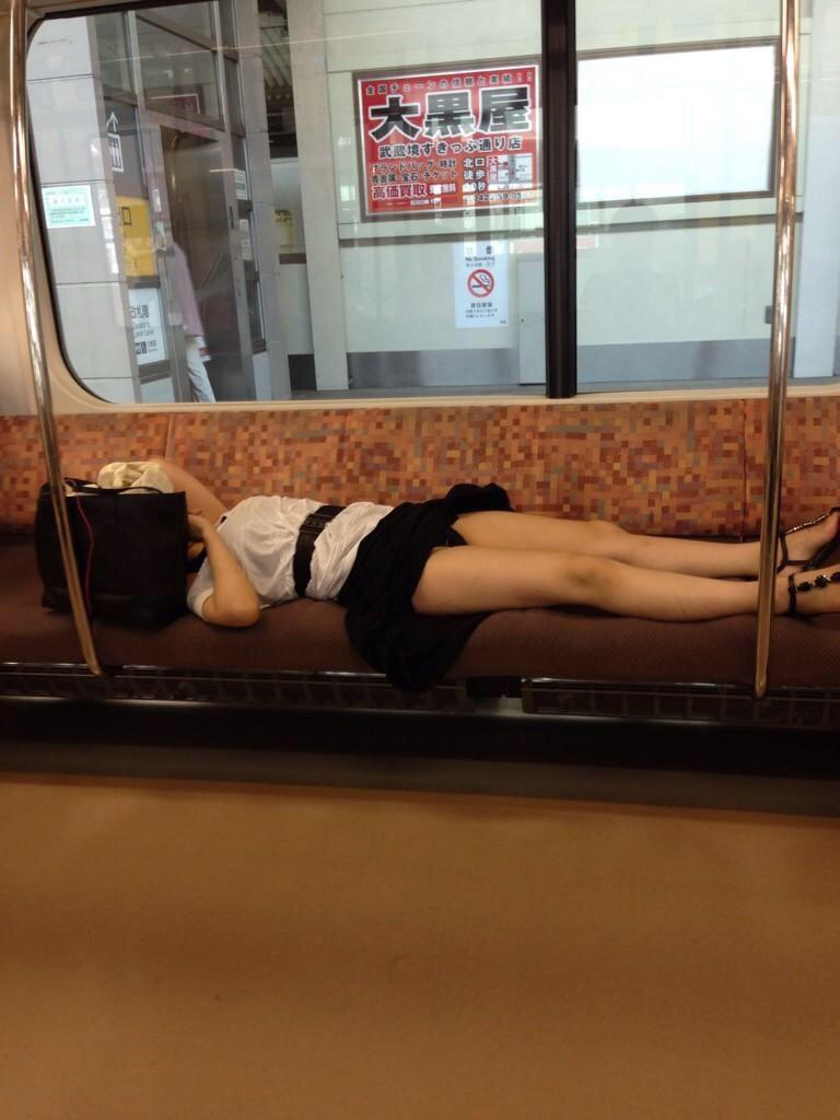 アダルト画像3次元 - トレイン内で熟睡した女性の結末