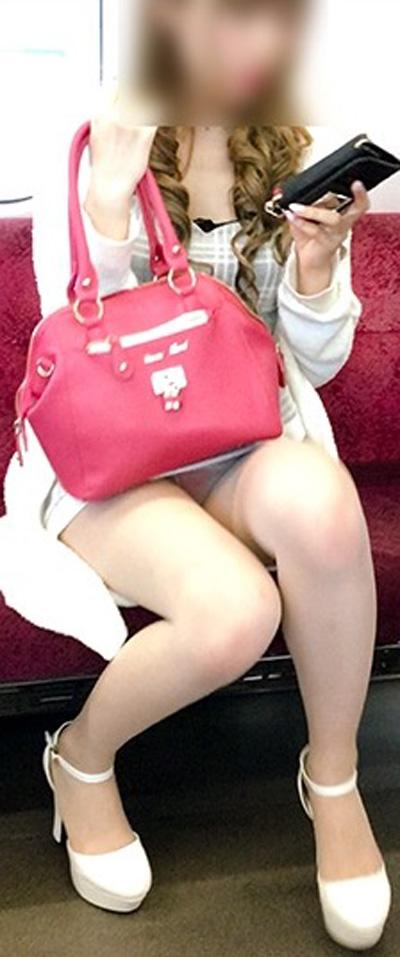アダルト画像3次元 - 通勤・通学中のスカートを履いたドしろーとさん達のパンモロ・太ももがエロ過ぎる