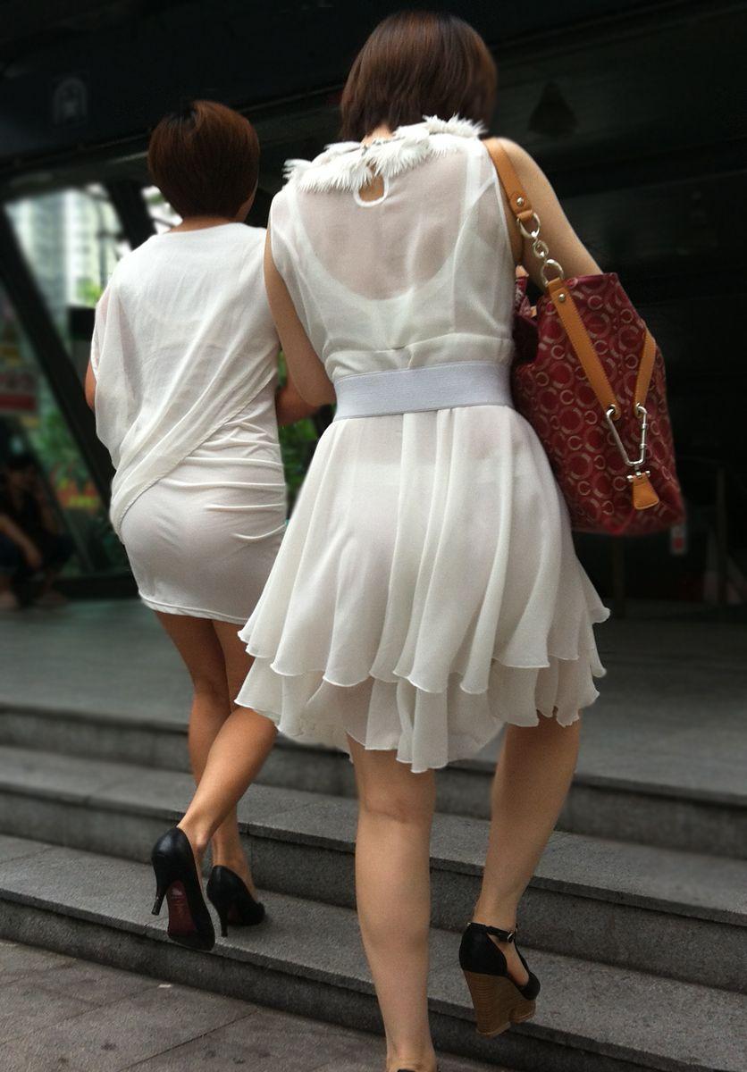 街中で露出狂レベルに透け透けパンツ丸見え見せてるシロウトえろ写真