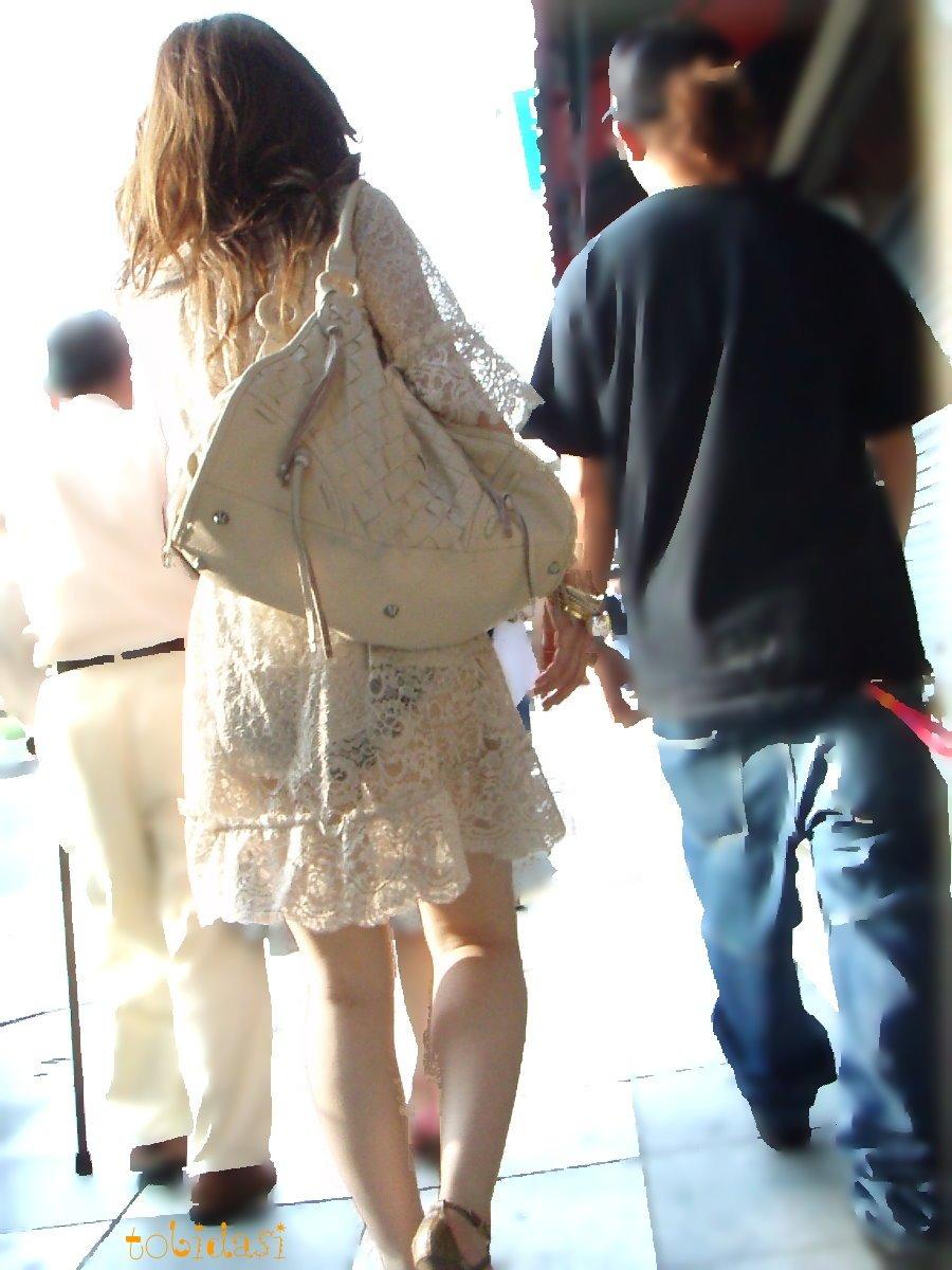 どんなパンツ履いてるか丸分かりなシロウトの街撮り透けパンツ丸見え写真