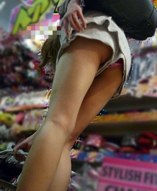 アダルト画像3次元 - 短パン履いてても不注意したらモロパン見えてる事実