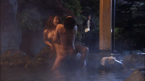【エロ画像】(キャプあり)地上波禁断の生入れシーンまでぶちかました「湯けむりスナイパー」とかいうレ…