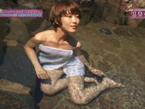 【エロ画像】(画像あり)TVで映った混浴女子の画像貼ってハプニン具を探す夜の粗探しスレ。