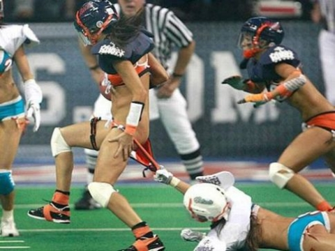 (※写真あり)アメリカ発 『レジェンズ・フットボール』 とかいう事故不可避の「性競技」wwww...