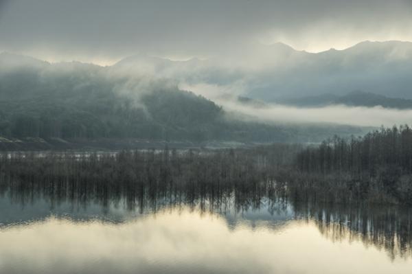 早朝のシューパロ湖-5905