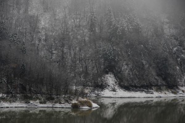 雪サラリ湖水あたり@