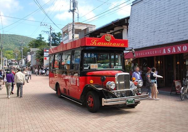 赤い路線バス