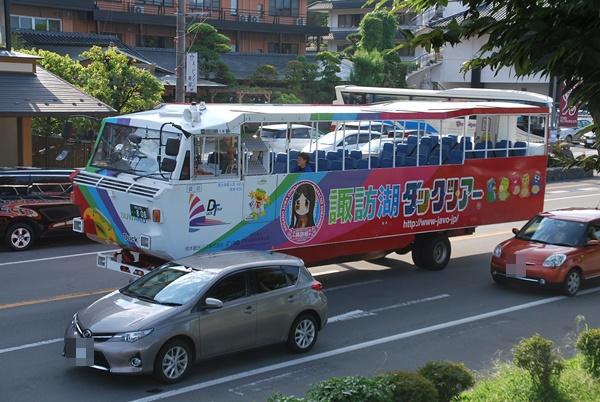 諏訪湖ダックツアーのバス