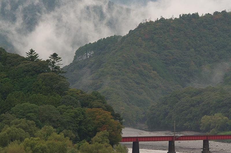 靄煙る川根路
