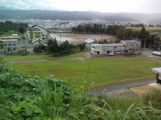 吉田クロスカントリー競技場を丘の上から