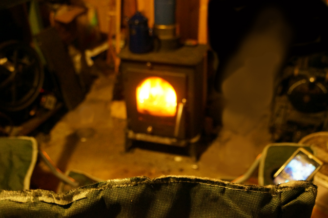 薪ストーブの炎を見ながら、考える2015
