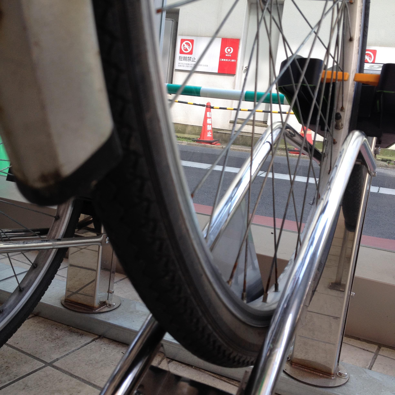 スーパーマーケットの自転車台