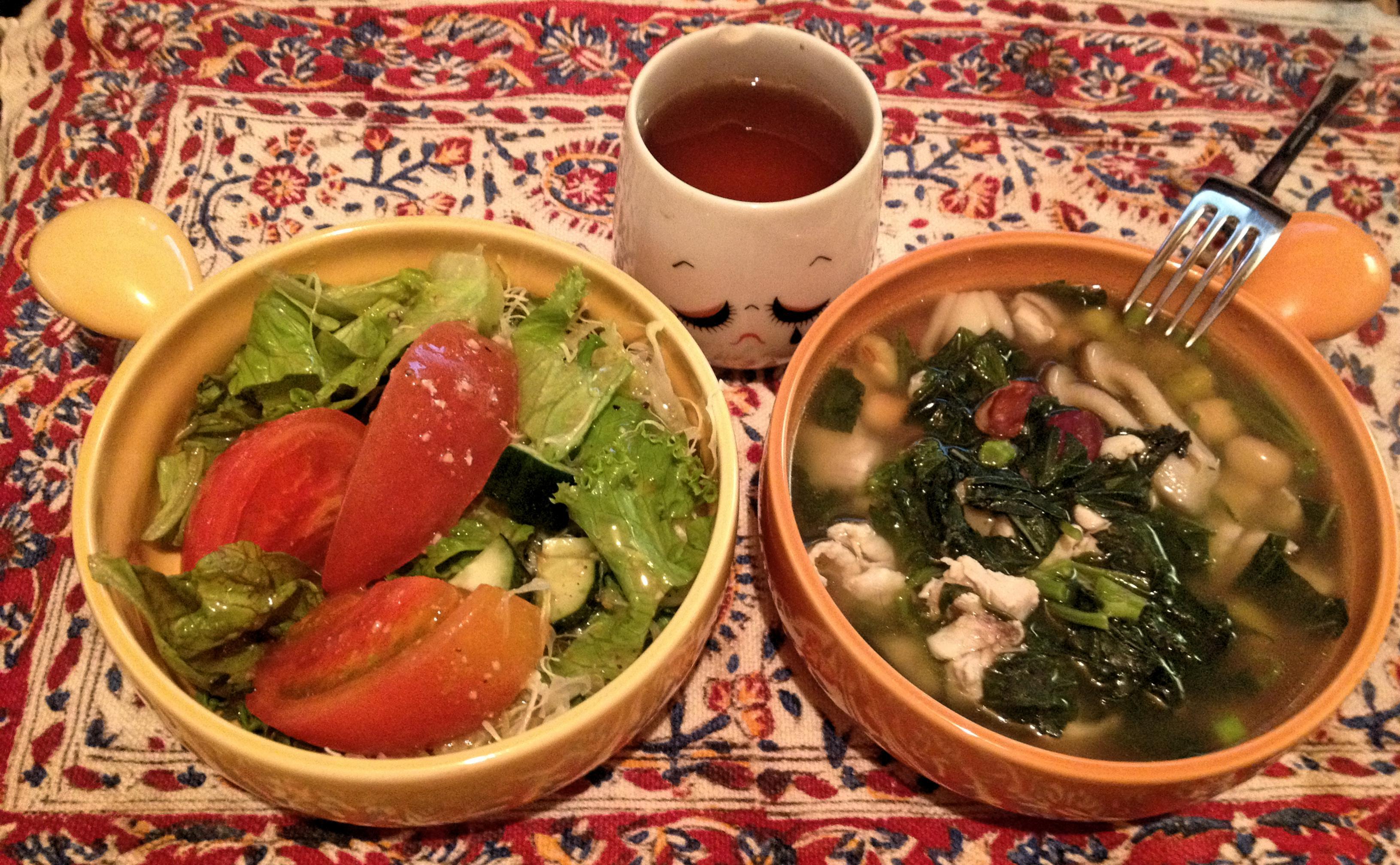鶏とモロヘイヤと豆のスープ