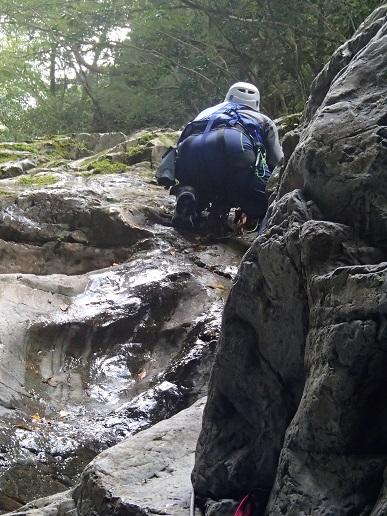 核心滝のコーナーを登る